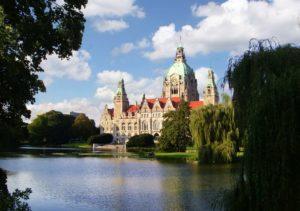 Klassisches Fotomotiv unter den Sehenswürdigkeiten in Hannover - Das Neue Rathaus