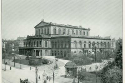 Das Hoftheater zwischen 1898 und 1903 in einer Aufnahme von Karl F. Wunder