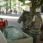 Bronzene Pferdeköpfe