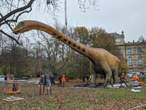 Seismosaurus vor dem Landesmuseum