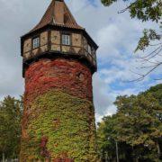 Turm im Herbst