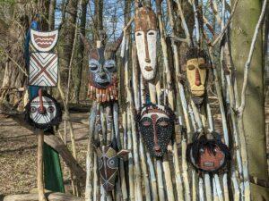 Afrikanische Masken im Zauberwald Hannover