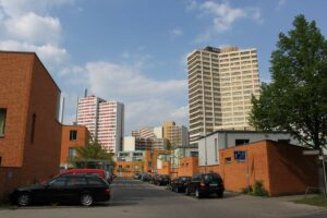Kontrast in Linden: Gilde Carre und Ihmezentrum